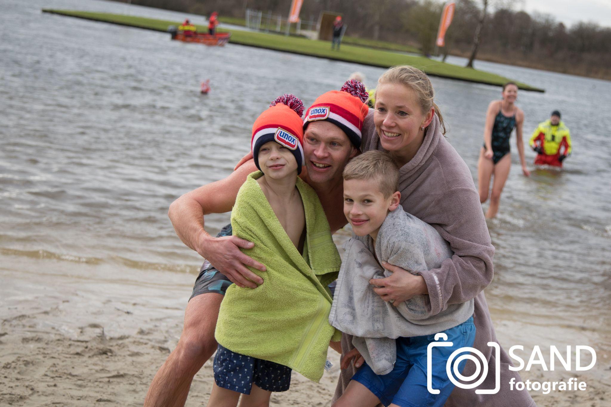 Nieuwjaarsduik 2018 op het Lage Veld in Wierden Sand Fotografie