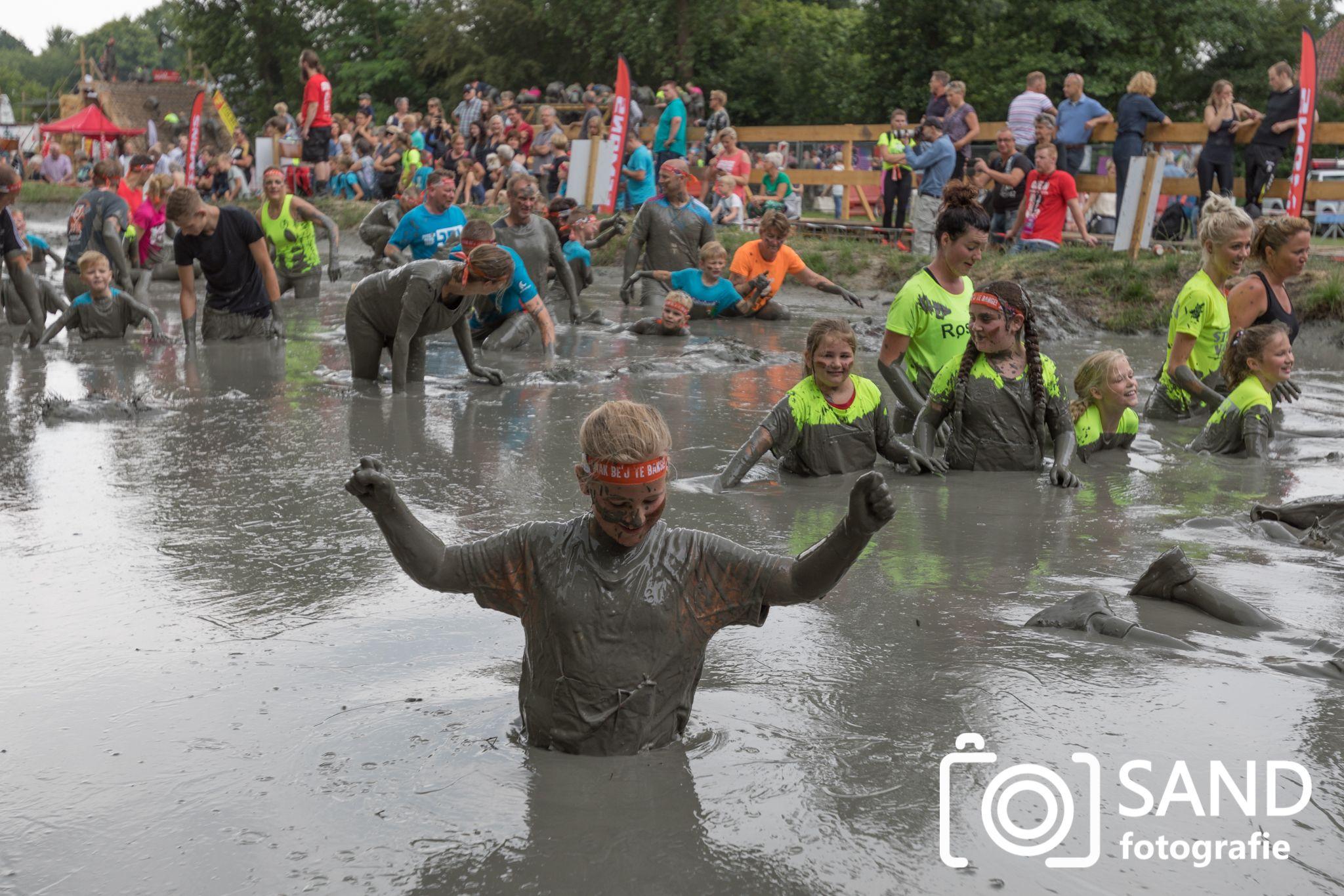 Tot de Nek in de Drek MudRun Obstacle Run Vriezenveen 2019 mmv Sand Fotografie