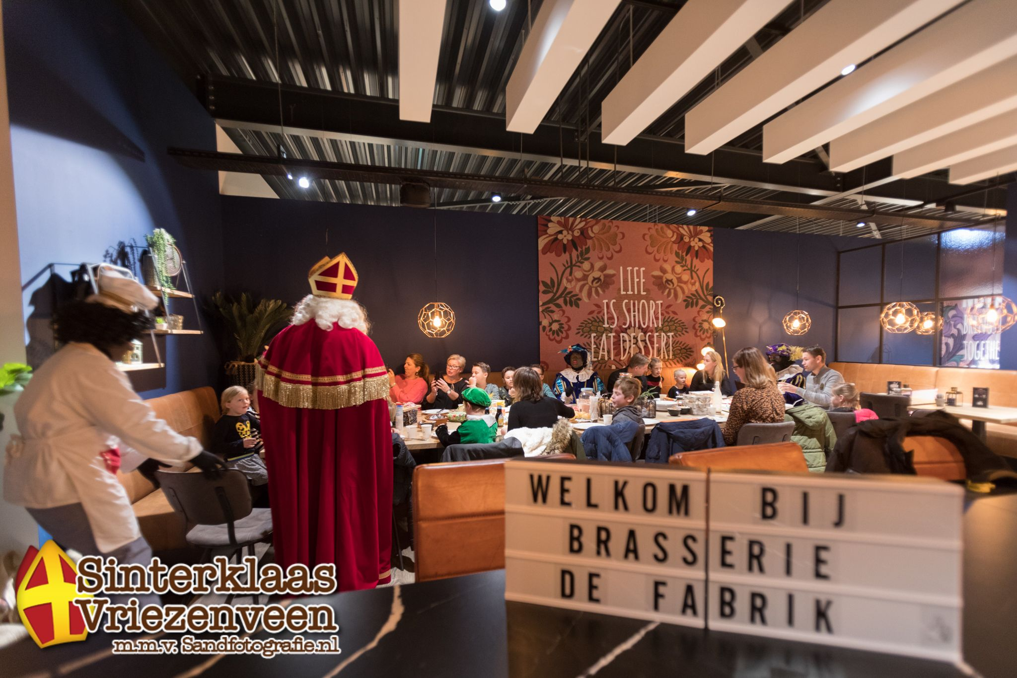 30-11-'19 Lunchen met Sinterklaas bij Löwik Meubelen  Vriezenveen Sand Fotografie