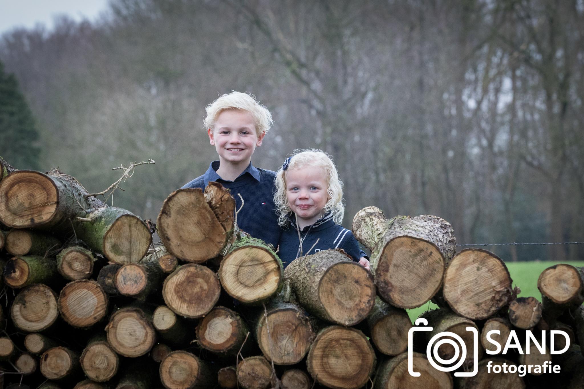 Portret van broer en zus gemaakt door Sand Fotografie